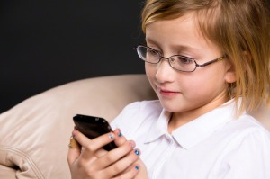 girl-using-iphone-844616-tablet