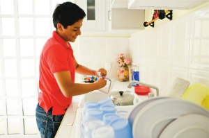 young-man-washing-dishes-mexico-605596-gallery